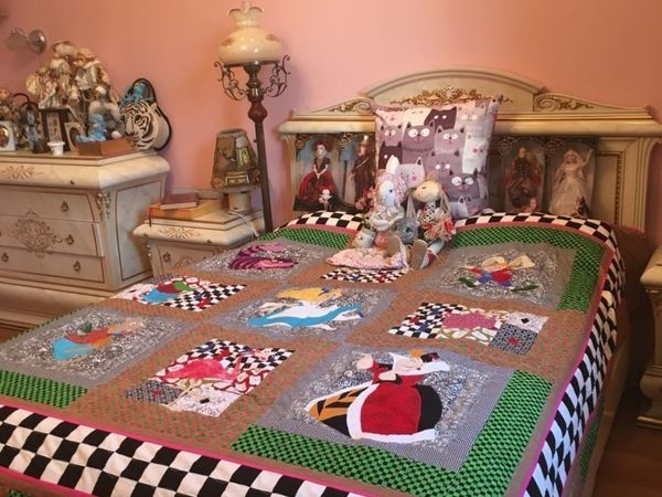 Лоскутное покрывало с аппликациями  «Алиса в стране чудес»   Ярмарка Мастеров - ручная работа, handmade