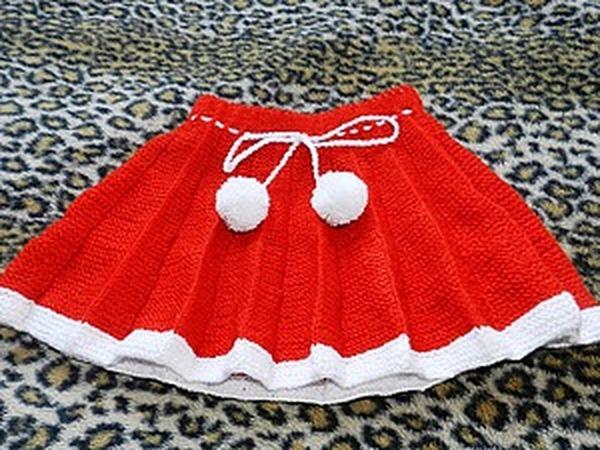 Яркая плиссированная юбка для девочки