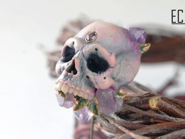 ВИДЕО. Брошь-игла Violet skull череп из полимерной глины, аметисты | Ярмарка Мастеров - ручная работа, handmade