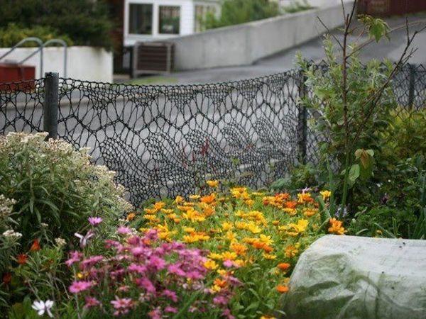 Уникальная идея оформления палисадника: вязаный забор мастерицы Анн Юнсон | Ярмарка Мастеров - ручная работа, handmade