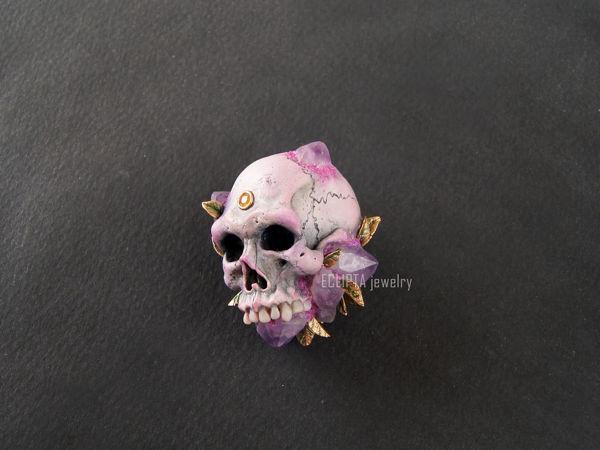 ВИДЕО. Кулон-брошь Violet skull череп из полимерной глины, аметисты | Ярмарка Мастеров - ручная работа, handmade