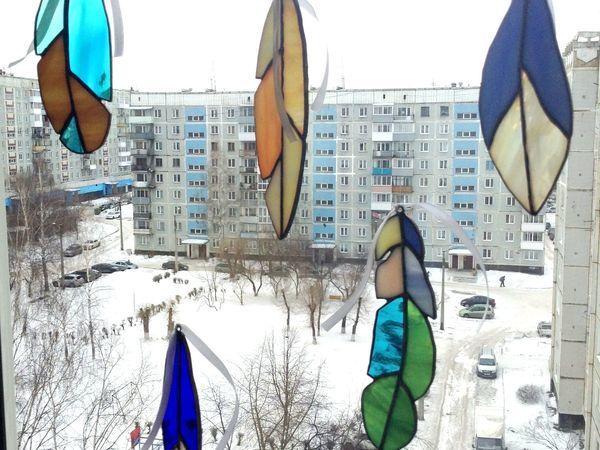 Делаем подвес на окно из витражных перьев   Ярмарка Мастеров - ручная работа, handmade