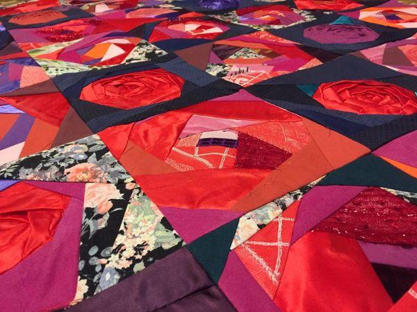 Чудесная идея Лоскутное одеяло с объемными розами | Ярмарка Мастеров - ручная работа, handmade