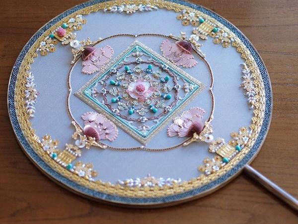 Восхитительный веер с вышивкой работы Jiaran Studio (Китай) | Ярмарка Мастеров - ручная работа, handmade