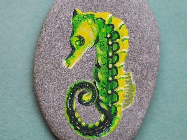 Рисуем яркого морского конька акриловыми красками на камне | Ярмарка Мастеров - ручная работа, handmade