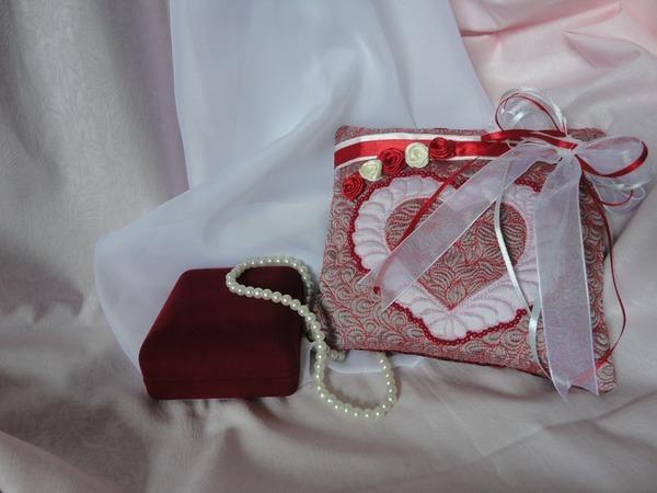 Подушечка для колец «Love is...» | Ярмарка Мастеров - ручная работа, handmade
