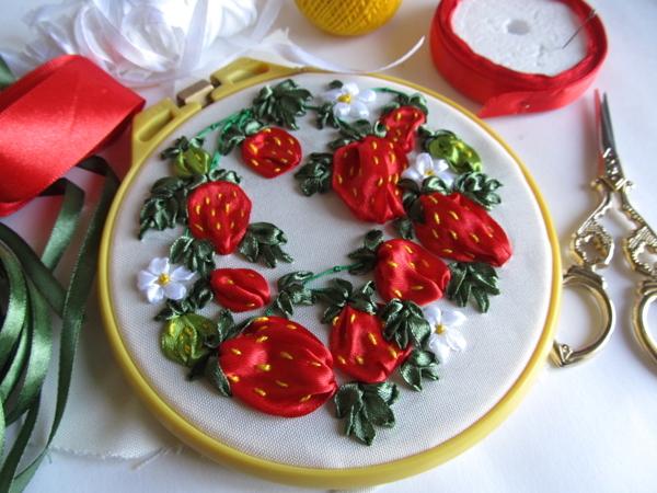 Вышивка клубники атласными лентами | Ярмарка Мастеров - ручная работа, handmade