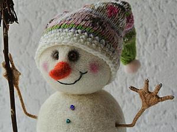 Снеговик под ёлочку: делаем игрушку в технике сухого валяния шерсти | Ярмарка Мастеров - ручная работа, handmade