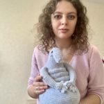 sasha-knitting
